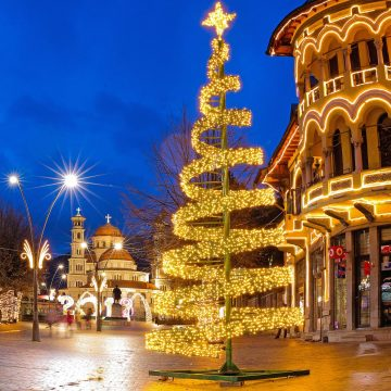 Thousands Flock to Korca for Christmas Celebrations