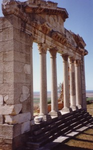Apollonia_Ruins_near_Fieri_(Albania)