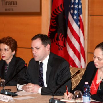 AmCham supports the reform against informality and gives suggestions