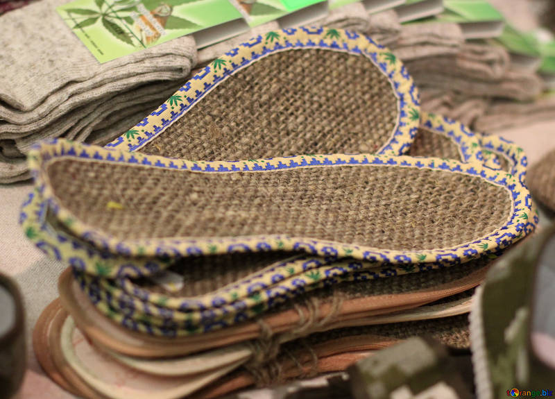 Shoe insoles made from hemp