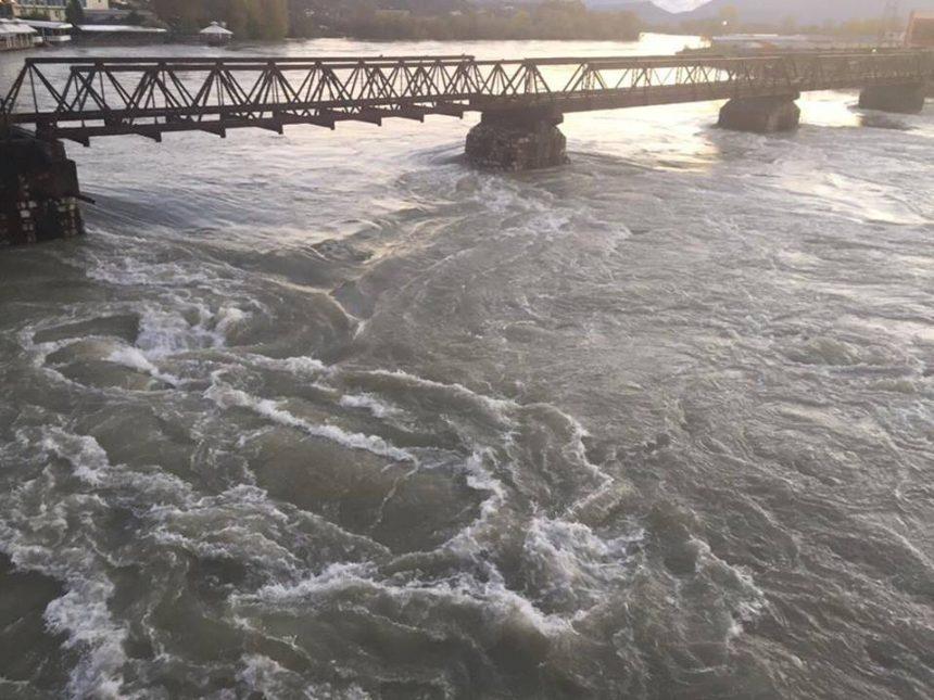 Hundreds Evacuated as Floods Worsen