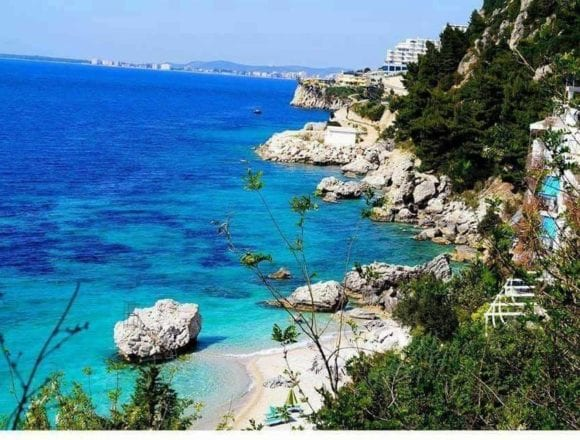 "French Media Calls Albania ""a Tourist Treasure""."
