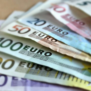 Central Bank: Remittances reached 251 ml EUR in the first semiannual