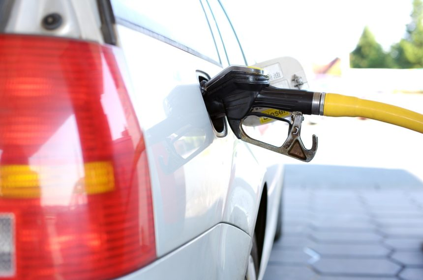 Control of Gas Pumps Passes from State to Private Sector