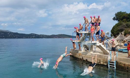 Some 20 Foreign Tourists Swim from Ksamil to Corfu Island