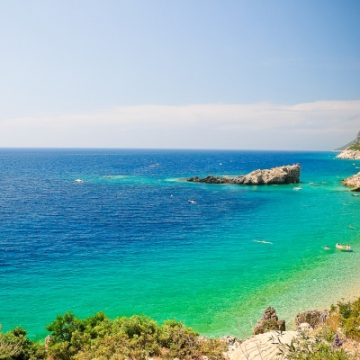 Minister of Economy presents new draft law for tourism