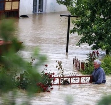 The government will pay 1.5 bln EUR rural loans of flooded farmers