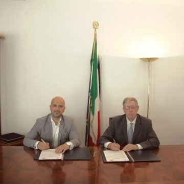 Albania Post Service and the Italian Embassy sign agreement on reducing procedures